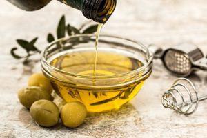 Un pot d'huile d'olive
