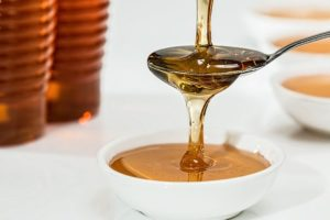 Du miel dans un bol